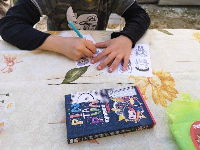 Pintando las pegatinas